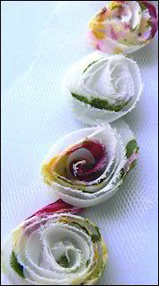 MD: Flower Ribbons; White-Red-Green